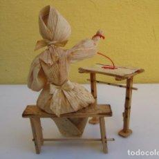 Muñecas Extranjeras: MUÑECA CHECA HECHA CON HOJAS DE MAIZ Y MADERA. Lote 183812868