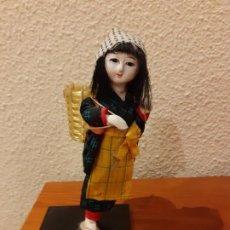 Muñecas Extranjeras: MUÑECA CHINA DE PORCELANA Y TEXTIL. Lote 184009893