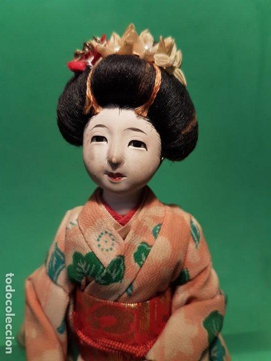 Muñecas Extranjeras: ANTIGUA MUÑECA JAPONESA EN COMPOSICION DE MEDIADOS SG.XX. - Foto 2 - 199988815