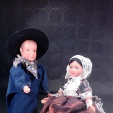 Muñecas Extranjeras: PAREJA DE MUÑECOS PETITCOLLIN. AUVERGNE. CABEZA VINILO Y CUERPO PLÁSTICO DURO. MARCA AL DORSO.. Lote 190145193