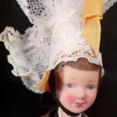 Muñecas Extranjeras: MUÑECA DE CELULOIDE CON TRAJE TÍPICO DE LA BRETAÑA FRANCESA. TIPO PETITCOLLIN.. Lote 190145571
