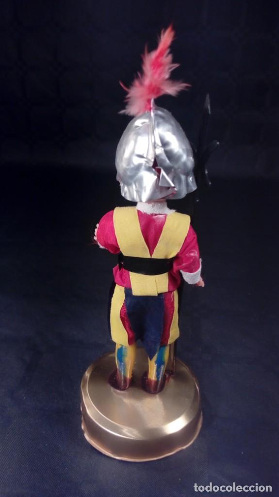 Muñecas Extranjeras: MUÑECO GUARDIA SUIZA PONTIFICIA. CABEZA CELULOIDE Y CUERPO PLÁSTICO DURO. OJOS DURMIENTES. ARTESANAL - Foto 4 - 190146555