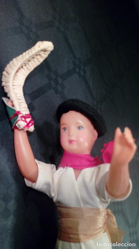 Muñecas Extranjeras: MUÑECO JUGADOR DE PELOTA VASCA. CELULOIDE. OJOS PINTADOS. ARTESANA. AÑOS 50. - Foto 5 - 190212386