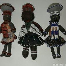 Muñecas Extranjeras: 3 MUÑECAS FRICANAS ANTIGUAS, HECHAS A MANO EN TEXTIL I ABALORIOS.. Lote 191518043