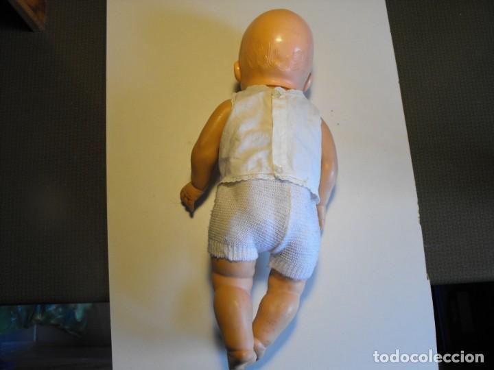 Muñecas Extranjeras: Muñeco bebe. Ojos dormilones. Made in England. Años 40 o 50. Cuerpo de goma. Cabeza celuloide. - Foto 3 - 193176595