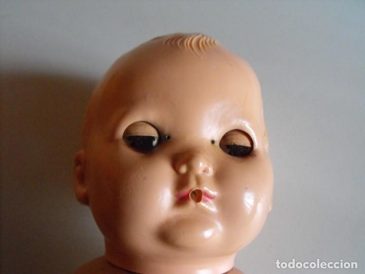 Muñecas Extranjeras: Muñeco bebe. Ojos dormilones. Made in England. Años 40 o 50. Cuerpo de goma. Cabeza celuloide. - Foto 5 - 193176595