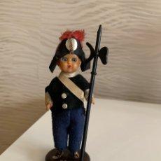 Muñecas Extranjeras: MUÑECA ANTIGUA. PLÁSTICO DURO. OJOS DURMIENTES. RECUERDO DE ROMA 12 CM. Lote 193549103