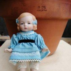 Muñecas Extranjeras: MUÑEQUITA ALEMANA 15 CM PORCELANA. Lote 193670411