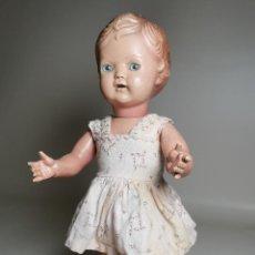 Muñecas Extranjeras: ANTIGUA MUÑECA DE PLASTICO AÑOS 50 MARCA KADER MADE IN HONG KONG--32 CM -MUY JUGADA. Lote 193741127