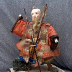 Poupées Internationales: ANTIGUO GRAN 46 CMS MUÑECO JAPONES MUSHA NINGYO REPRESENTADO UN SHOGUN ( SAMURAI ) SIGLO 19. Lote 193784760