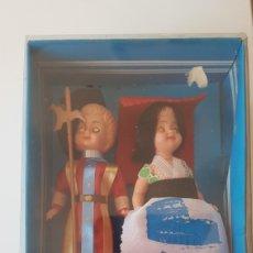 Muñecas Extranjeras: 1950 . CABALLERO CON NIÑA. AÚN EN CAJA.TIENE MOVIMIENTO EN LOS OJOS. Lote 194114938