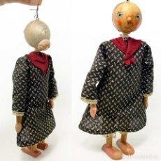 Muñecas Extranjeras: ANTIGUA MUÑECA ABUELITA DE MADERA. MOVIL 27CM.. Lote 194363950