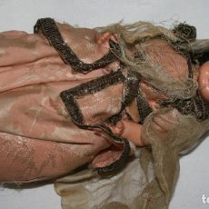 Muñecas Extranjeras: CURIOSA MUÑECA ANTIGUA CON ROPA ARABE, ARTICULADA, DE PASTA O SIM.. Lote 195053725