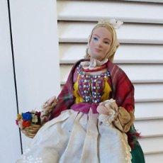 Muñecas Extranjeras: MUÑECA ESTE EUROPA VESTIDO PINTADO A MANO Y BORDADO. Lote 195084941