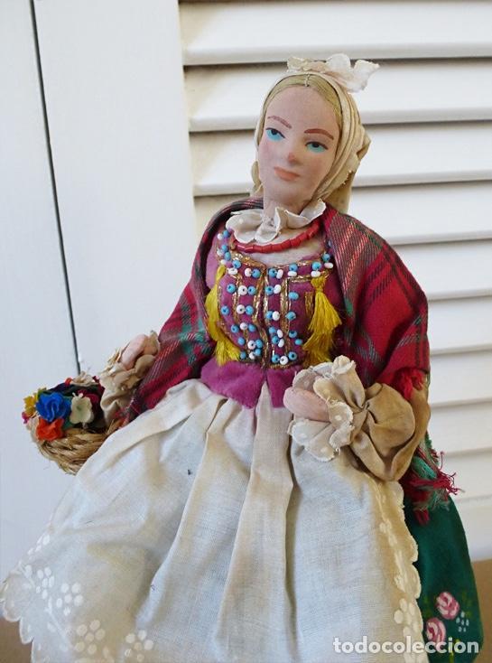 Muñecas Extranjeras: MUÑECA ESTE EUROPA VESTIDO PINTADO A MANO Y BORDADO - Foto 2 - 195084941