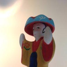 Muñecas Extranjeras: FIGURITA TRADICIONAL JAPONESA DE OKINAWA RYUKYU KYOUDOGANGU. Lote 195154483