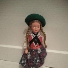Muñecas Extranjeras: MUÑECA CON TRAJE REGIONAL ALEMÁN O SUIZO. Lote 195723626