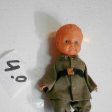 Muñecas Extranjeras: ANTIGUO MUÑECO VESTIDO SOLDADO. Lote 201918667