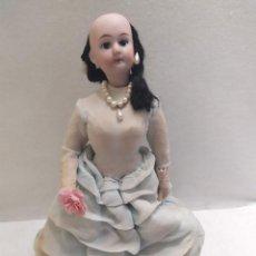 Muñecas Extranjeras: MUÑECA DE PORCELANA. 15/0. CUERPO DE TELA. VESTIDO AZUL. 23CM. Lote 206314247