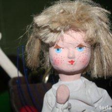 Muñecas Extranjeras: ANTIGUA MUÑECA OJOS PINTADOS DE CARTON. Lote 210550101