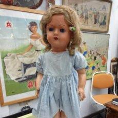 Muñecas Extranjeras: ANTIGUA MUÑECA DE COMPOSICIÓN. ANDADORA. POSIBLEMENTE FRANCESA. AÑOS 1930S. 66 CTMS.. Lote 210821070