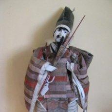Bonecas Internacionais: ANTIGUO MUÑECO JAPONESA. MIDE 36 CM. VARIOS DEFECTOS.. Lote 212905086