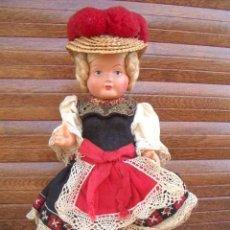 Muñecas Extranjeras: MUÑECA ANTIGUA DE CELULOIDE. REGIONAL O ETNICA / ENTRE 1950 - 1960 / 24 CM / LOTE 09. Lote 213165512