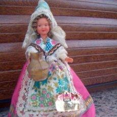 Muñecas Extranjeras: MUÑECA ANTIGUA DE PLÁSTICO REGIONAL O ETNICA / ENTRE 1950 - 1960 / 19 CM/ LOTE 13. Lote 213463118