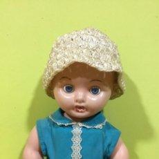 Muñecas Extranjeras: MUÑECA DE PLÁSTICO DURO, AÑOS 60-70, EXTRANJERA.. Lote 214847023