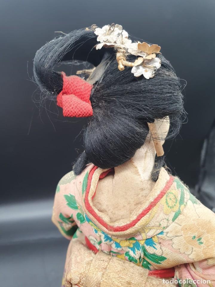 Muñecas Extranjeras: muñeca antigua geisha pintada a mano y con pelo natural de los años 70 - Foto 4 - 221815450
