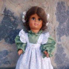Muñecas Extranjeras: ANTIGUA MUÑECA DE VINILO,OJOS DURMIENTES,VESTIDA DE CAMPESINA.. Lote 222953143