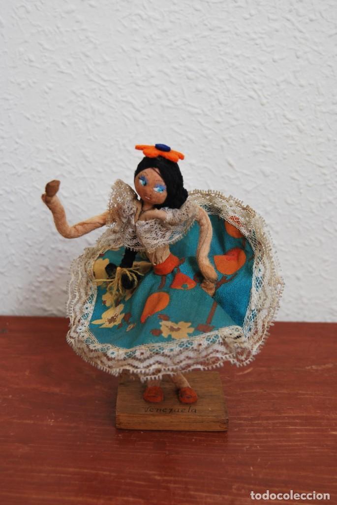Muñecas Extranjeras: MUÑECA DE TELA, FIELTRO Y ALAMBRE - VENEZUELA - BAILARINA- AÑOS 50-60 - Foto 3 - 225233795
