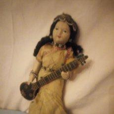 Bambole Internazionali: MUÑECA BOUDOIR HINDÚ CON INSTRUMENTO MUSICAL.PELO MOHAIR CARA PINTADA,AÑOS 30/40. Lote 228817645