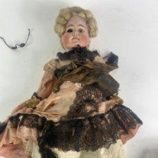 Bonecas Internacionais: MUÑECA CON CABEZA DE PORCELANA Y CUERPO DE CARTON PIEDRA. S.XIX.. Lote 232567180