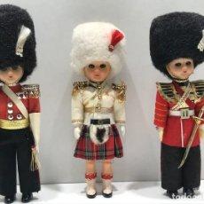 Bambole Internazionali: LOTE DE 3 GUARDIAS REALES INGLESES CON OJOS DURMIENTES. Lote 234288975