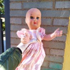 Muñecas Extranjeras: ANTIGUA MUÑECA. Lote 236437365