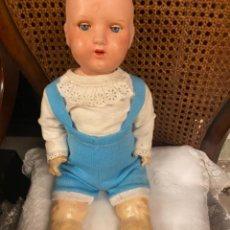 Muñecas Extranjeras: PRECIOSO MUÑECA ANTIGUA DE CARTÓN DE PIEDRA- UNIS. Lote 243876250