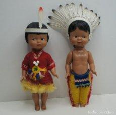 Muñecas Extranjeras: PAREJA DE MUÑECOS DE PLÁSTICO VESTIDO DE INDIOS - MIDEN UNOS 25 CM.. Lote 245054870