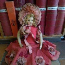 Muñecas Extranjeras: MUÑECA DE FIELTRO LENCI O SIMILAR. AÑOS 30 VESTIDO CON MUCHOS DETALLES.. Lote 247325075