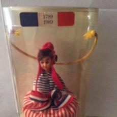 Muñecas Extranjeras: FIGURA ANTIGUA DE MUÑECA FRANCESA EN CAJA. Lote 255423720