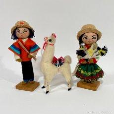 Muñecas Extranjeras: MUÑECOS TRADICIONALES DE COLOMBIA CON UNA LLAMA. Lote 256044825