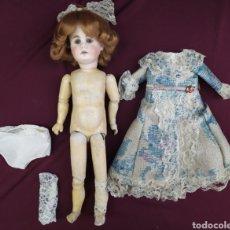 Bambole Internazionali: ANTIGUA MUÑECA ARTICULADA DE MADERA Y PORCELANA. EUROPEA. Lote 260352180