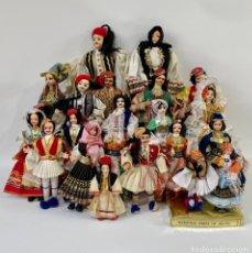 Muñecas Extranjeras: LOTE DE 24 MUÑECAS TRADICIONALES DE GRECIA VINTAGE TRAJE TÍPICO FOLCLÓRICO GRIEGAS. Lote 254170420