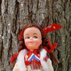Muñecas Extranjeras: SIMPÁTICA MUÑECA REGIONAL CON SU CAJA. Lote 264235556