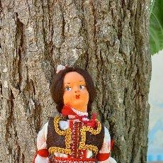Muñecas Extranjeras: MUÑECA REGIONAL CON SU CAJA. Lote 264236560