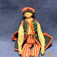 Muñecas Extranjeras: PEQUEÑO MUÑECO CERAMICA PINTADO MANO VESTIDO REGIONAL CENTROEUROPA PPIO S XX 20X6CMS. Lote 268042439