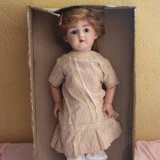 Bambole Internazionali: ANTIGUA MUÑECA CARTON PIEDRA LA CABEZA DE PORCELANA PARA RESTAURAR .MIDE 61 CM X 18 CM. Lote 274328058