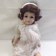 Muñecas Extranjeras: MUÑECA DE CERAMICA. CUERPO DE PAPEL MACHE. OJOS DURIENTES. 65CM. Lote 275239573
