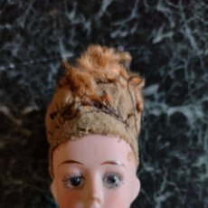 Muñecas Extranjeras: ANTIGUA Y PEQUEÑA CABEZA DE MUÑECA DE PORCELANA S. XIX. Lote 287566353