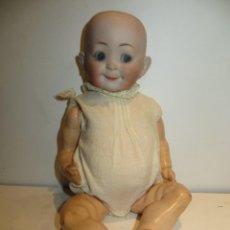 Bonecas Internacionais: ANTIGUO BEBE DE CARA SIMPATICA Y CURIOSA DE PORCELANA Y COMPOSICION MUY BUEN ESTADO.SIMON. Lote 292371683